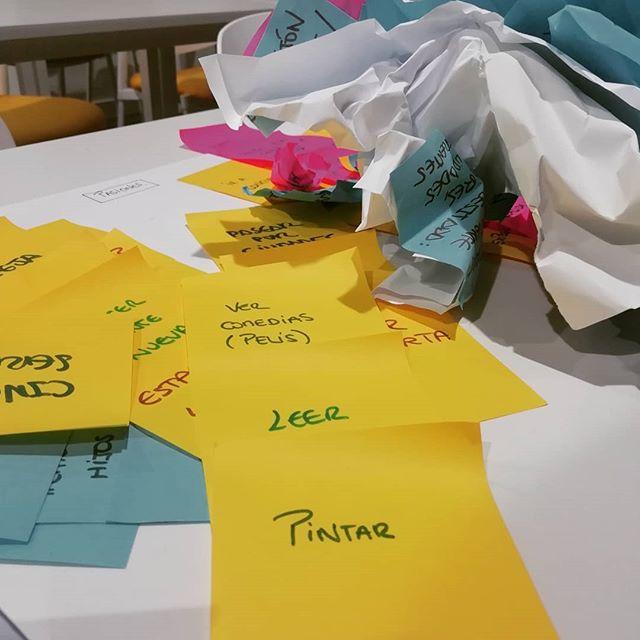 Día intenso de facilitaciones y sesiones! Nadie dijo que fuera fácil entender la innovación, ni que cambiar la manera de hacer va de la mano de cambiar la manera de pensar... . . #equipos #cambio #mindset #nuevasmetodologias #designthinking