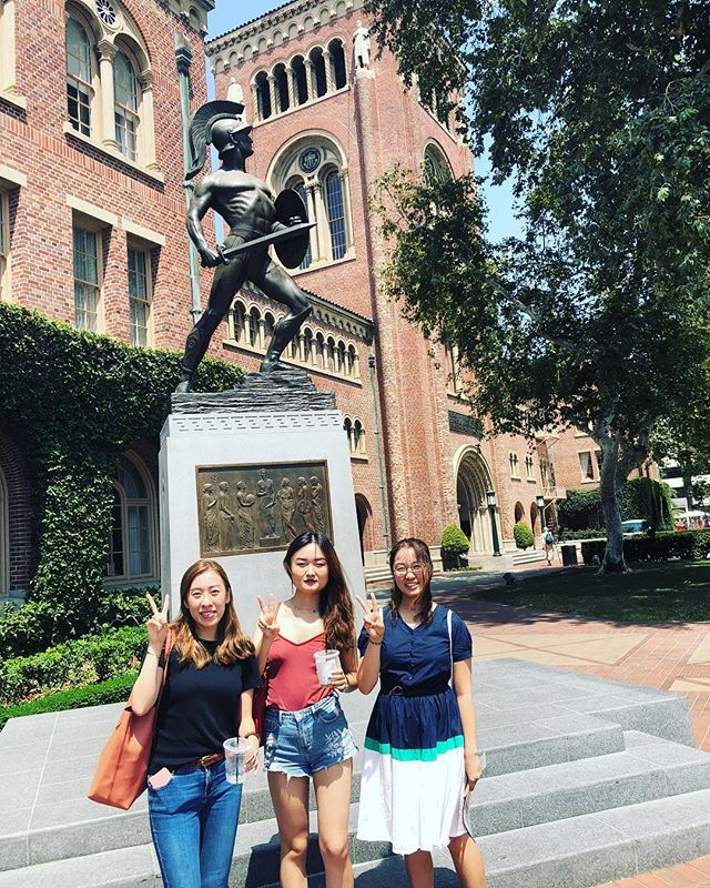 Fighting On and fighting jet lag! 〰️ Wishing a warm Annenberg welcome to our newest exchange students from the Chinese University of Hong Kong 💛♥️ #ascj #annenbergabroad #fighton #uscannenberg #cuhk #hongkong🇭🇰 #exchangestudent