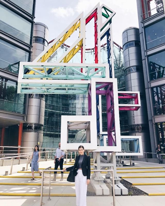 "Our summer International Communication Studies program is a 5-week program for undergraduate students meet with top international media companies in four European cities: London, Paris, Madrid, and Berlin. Here, we see 2018 participant Ava Macha (@ava.magdalena) in front of Channel 4. Channel 4 is nonprofit, commercially-funded UK public service broadcaster dedicated to delivering high-quality, disruptive content. This ""publisher-broadcaster"" has no in-house production, for it commissions all content from third-party UK production companies instead. #ascj #annenbergabroad #spotlight #studyabroad #london #travel #journalism"