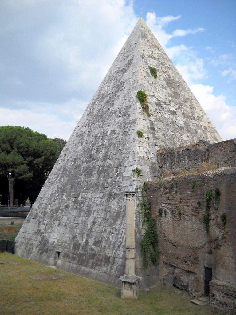 Roma_Testaccio_Piramide_Cestia.jpg