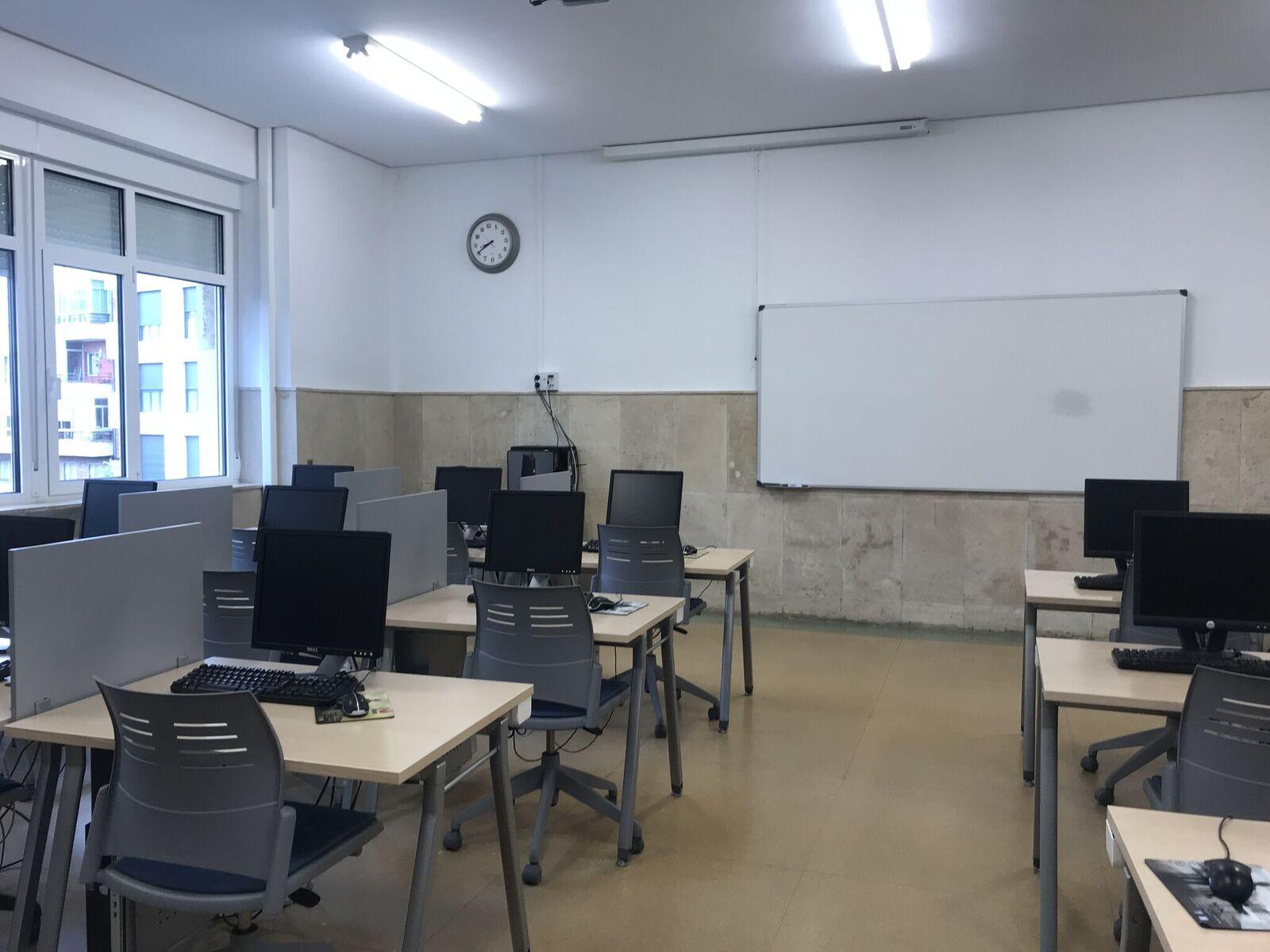 Centro de Idiomas computer lab