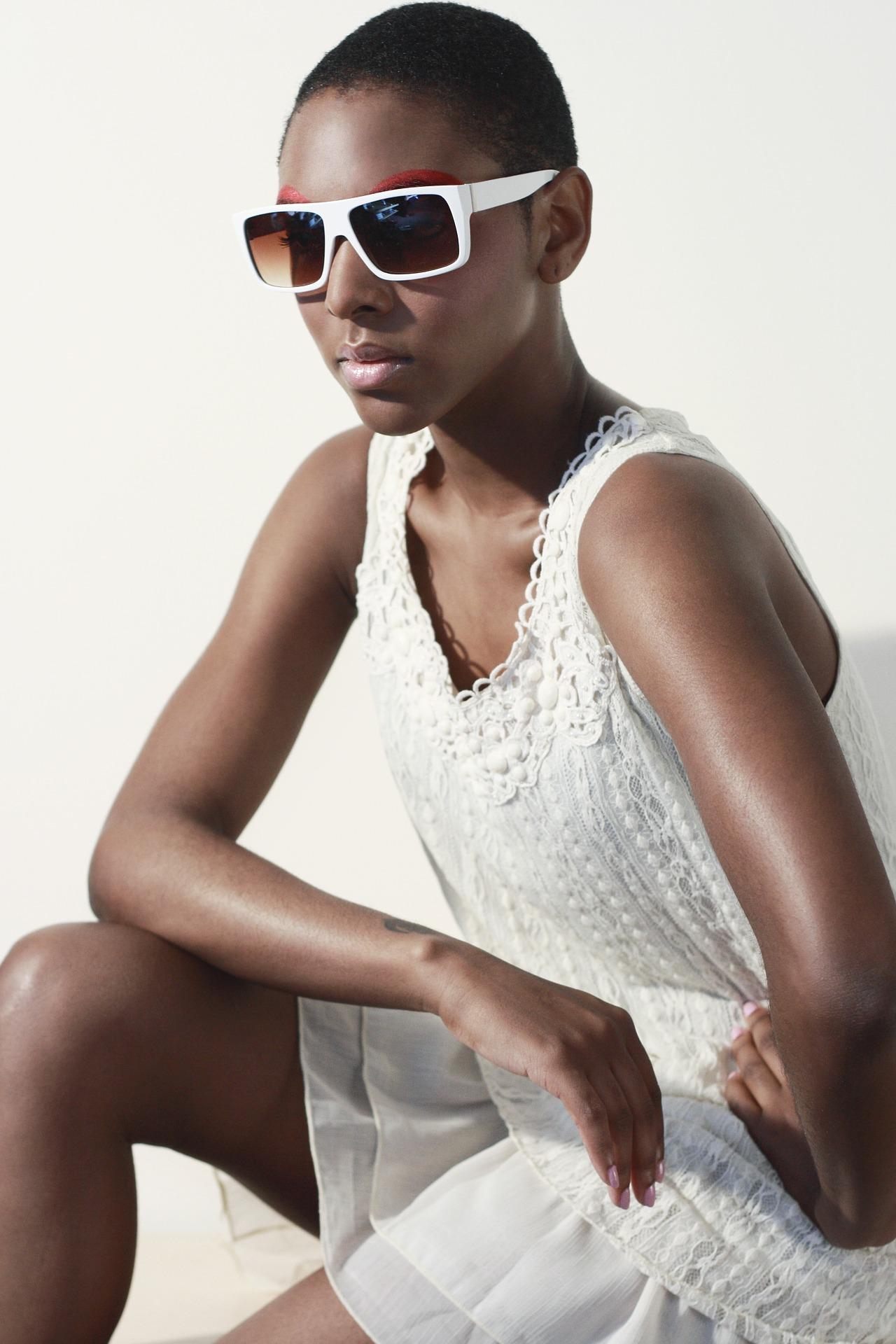 sunglasses-1547492_1920.jpg