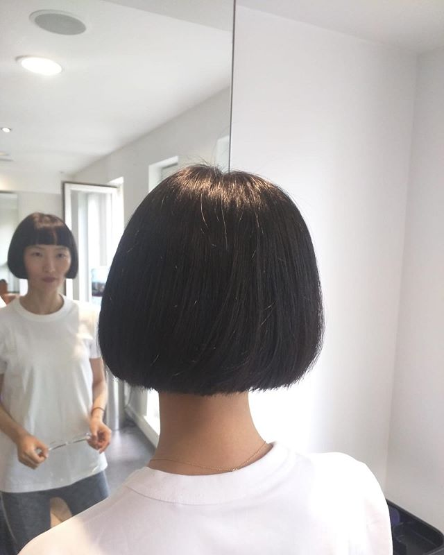 Restyle, short bob and blunt fringe by Hazel 😍 . . . . #hair #hairstyle #instahair #hairstyles #haircolour #haircolor #dublinhairstylist #hairdo #haircut #longhairdontcare #fashion #straighthair #longhair #style #straight #restyle #donnybrook #brunette #hairoftheday #dublinhairdresser #hairfashion #hairofinstagram #dublinhair #dublin #donnybrook #olaplex #dublinsalon #dublinblonde #dublin🍀