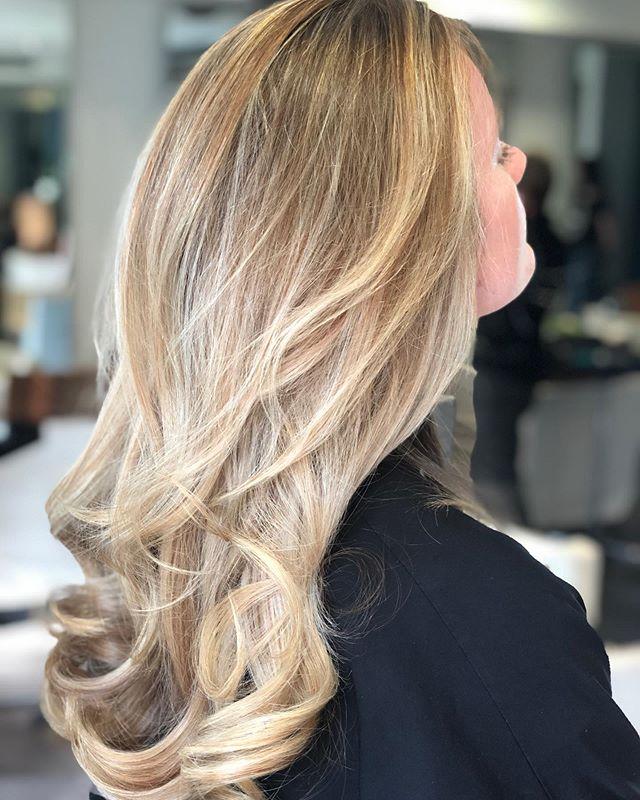 Highlights by Giuseppe . . . . #hair #hairstyle #instahair #socialenvy #hairstyles #haircolour #haircolor #hairdye #hairdo #haircut #longhairdontcare #braid #fashion #straighthair #longhair #style #straight #curly #black #brown #blonde #brunette #hairoftheday #hairideas #perfectcurls #hairfashion #hairofinstagram #coolhair