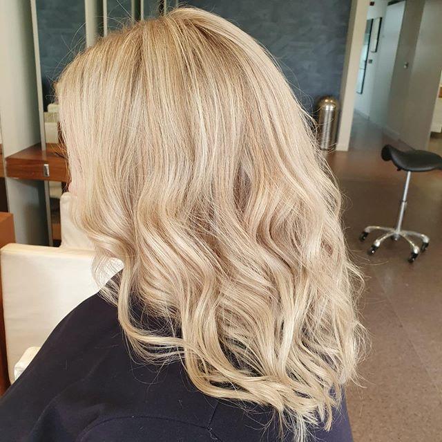 Highlights by Sophie ❤️ . . . . #hair #hairstyle #instahair #socialenvy #hairstyles #haircolour #haircolor #hairdye #hairdo #haircut #longhairdontcare #braid #fashion #straighthair #longhair #style #straight #curly #black #brown #blonde #brunette #hairoftheday #hairideas #perfectcurls #hairfashion #hairofinstagram #coolhair