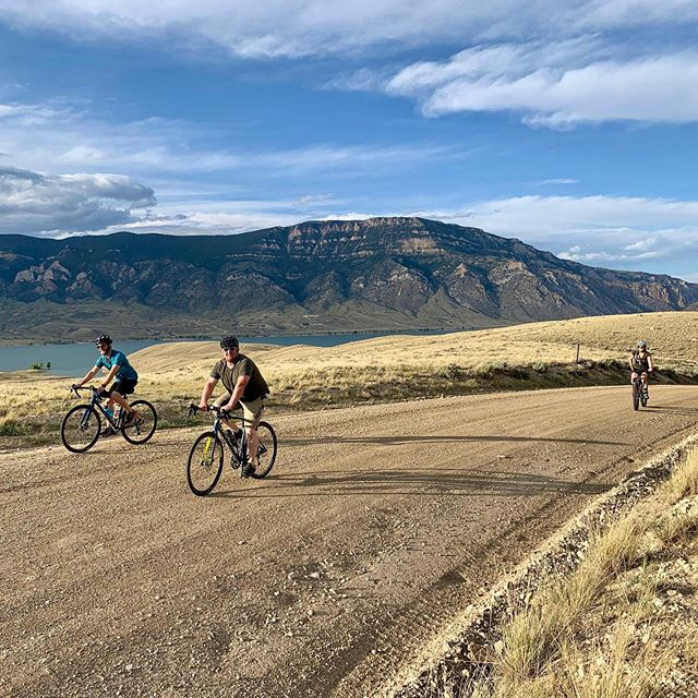 Whats with all this gravel talk? If you are looking for more adventure then just riding on pavement, but aren't really feeling full on single track mountain biking, gravel riding might be your ticket to mixed terrain goodness. It's a great way to explore some of Wyomings great backroads without all the traffic. ⠀ ⠀ Want to try it out? Join our group gravel rides on Monday evenings at 6:00 pm, for an 1-1.5 hour ride for some of the most scenic rides around Cody. Want to try a gravel bike? We are offering free gravel bike demos for first time group riders and $15 each time after that first session. ⠀ .⠀ .⠀ .⠀ #gravelnthroughthemondays #jvsquad #varsityindisguise #gorideyourbikerightnow #localbikeshop #codywyo #codywyoming #wyoming #bikewyo #bikewyoming
