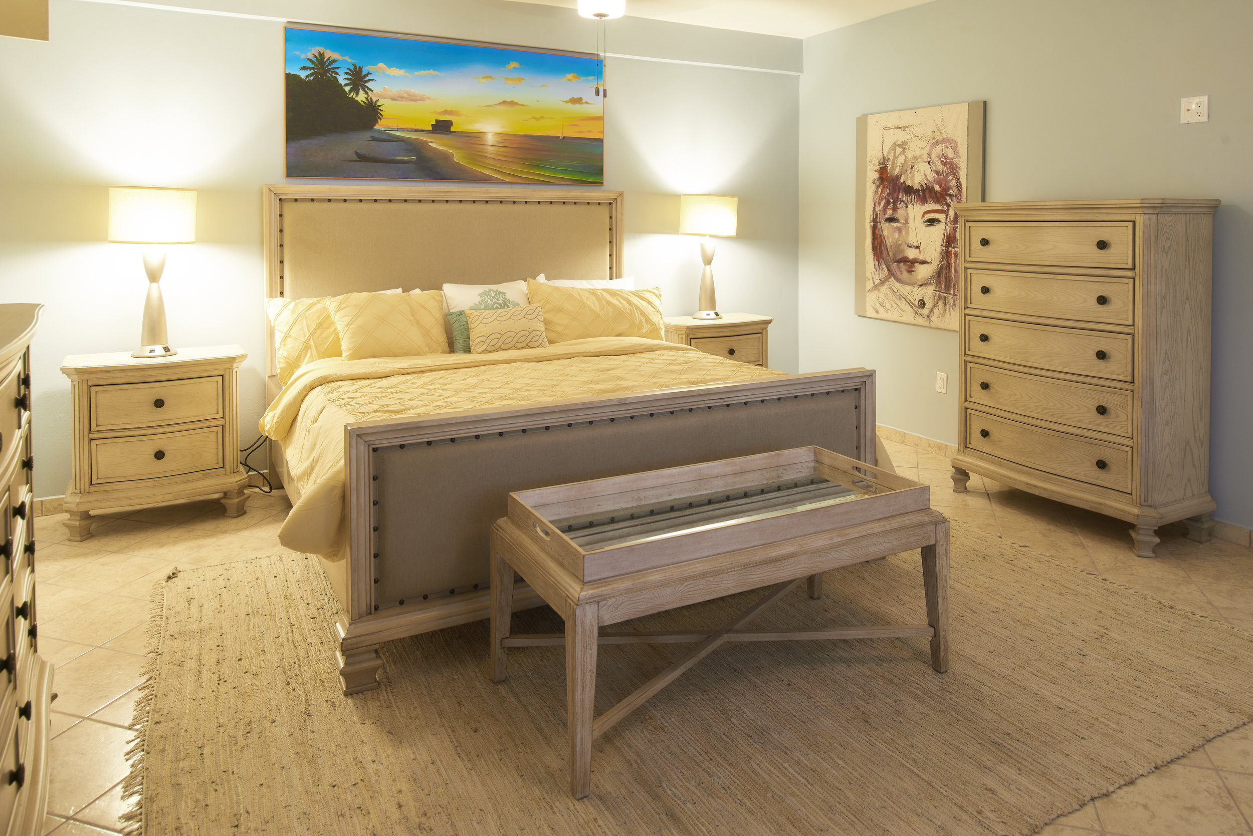 The Pearl -Luxury Room - Spacious and comfortable Pearl is a refuge from everyday cares. King sized bed and luxurious furnishings make this room your perfect home away from home