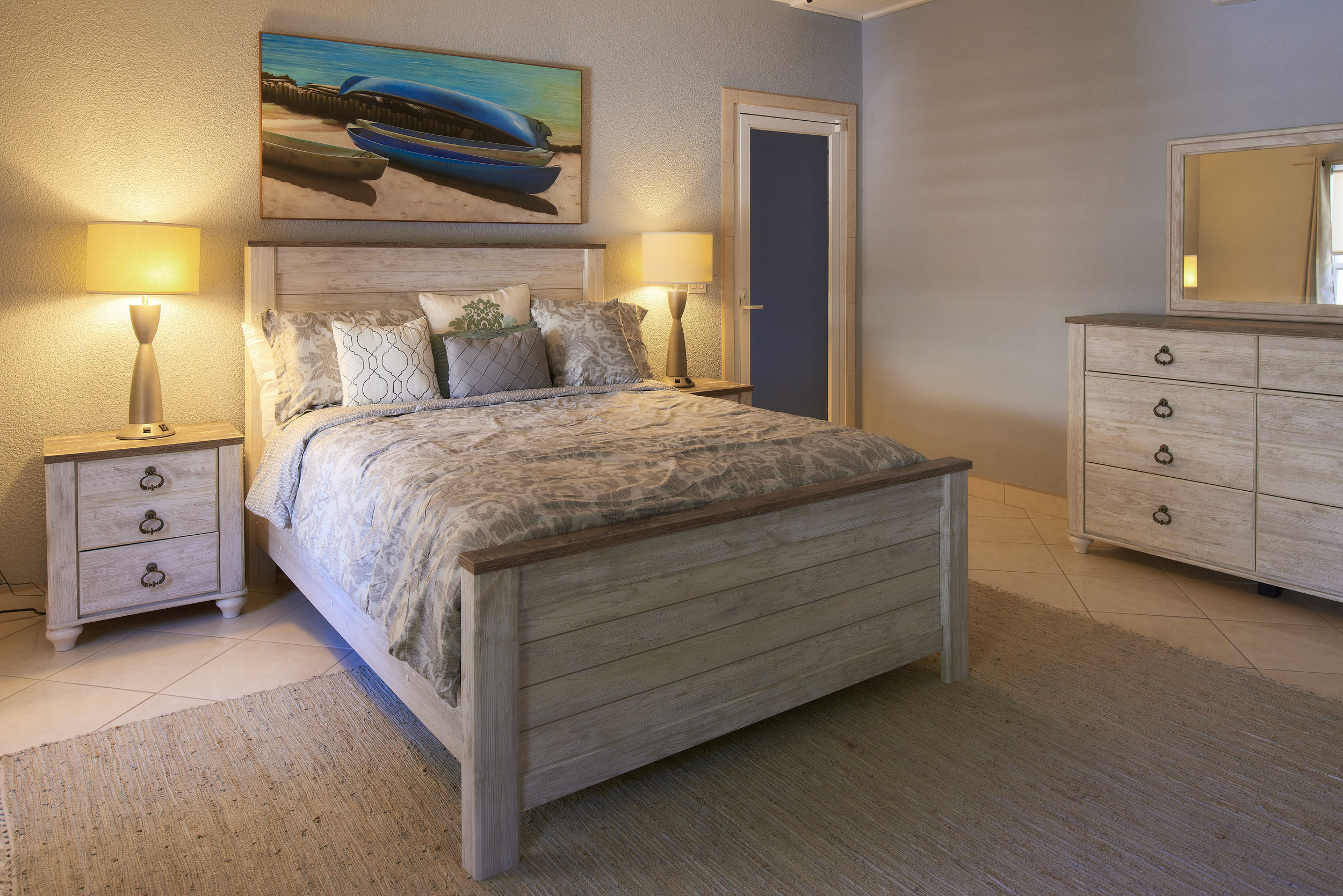 The Emerald -Deluxe Room - An example of our Deluxe Rooms that include Opal and Ruby, emerald is furnished with a Queen sized bed and is designed for cozy comfort.