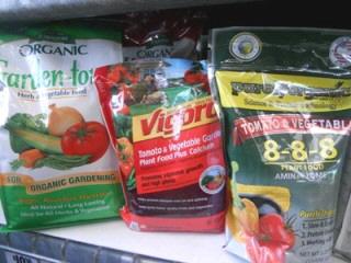 Tomato-fertilizer-organic-granular by Midwest Gardening.jpg