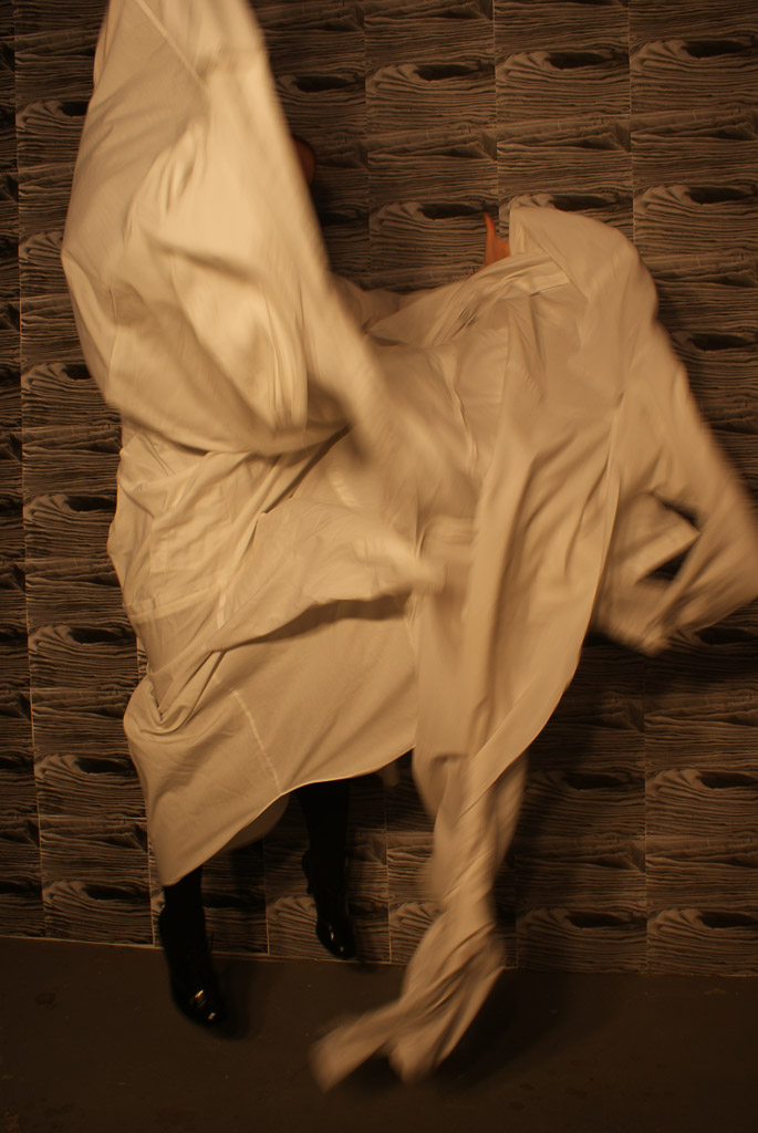 artist-melbourne-installation-sculpture-exhibition-george-patton-gallery-textiles-clothes-ilsa-melchiori-2011-5.jpg