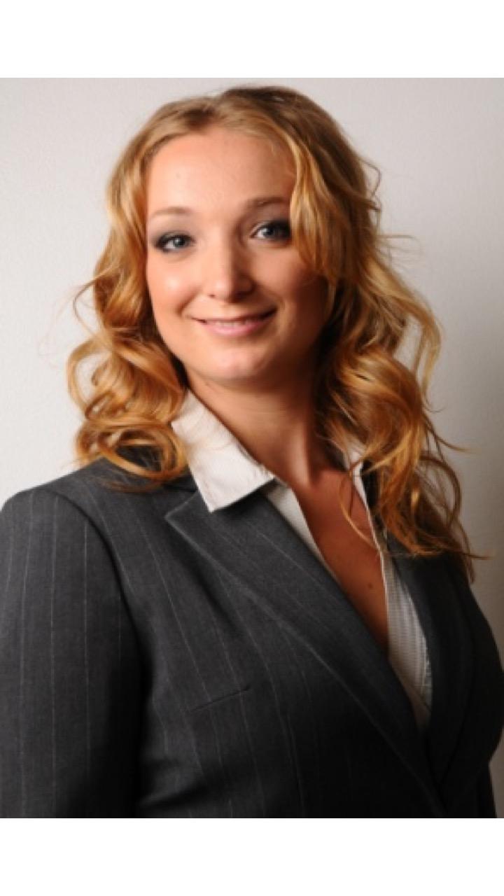Julia är legitimerad psykolog med en gedigen arbetslivserfarenhet av samtalsstöd, bedömningar och utredningar inom ramen för både klinisk verksamhet och företagshälsovård.
