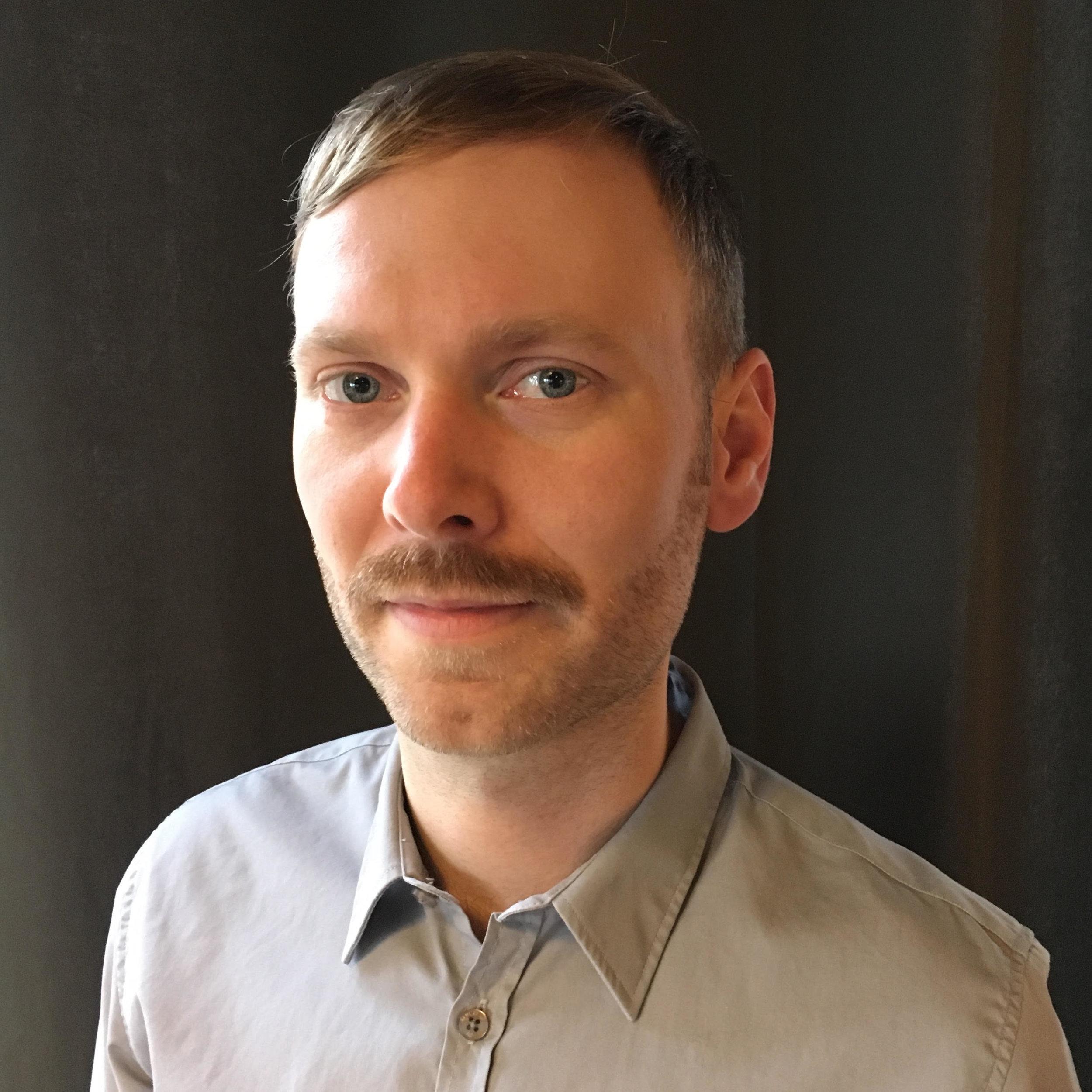 Johannes Spångberg är legitimerad psykolog utbildad i både psykodynamisk terapi och KBT.