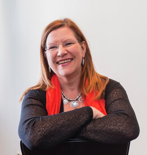 Suzanne är legitimerad psykoterapeut med inriktning relationell, interpersonell och traumafokuserad terapi.