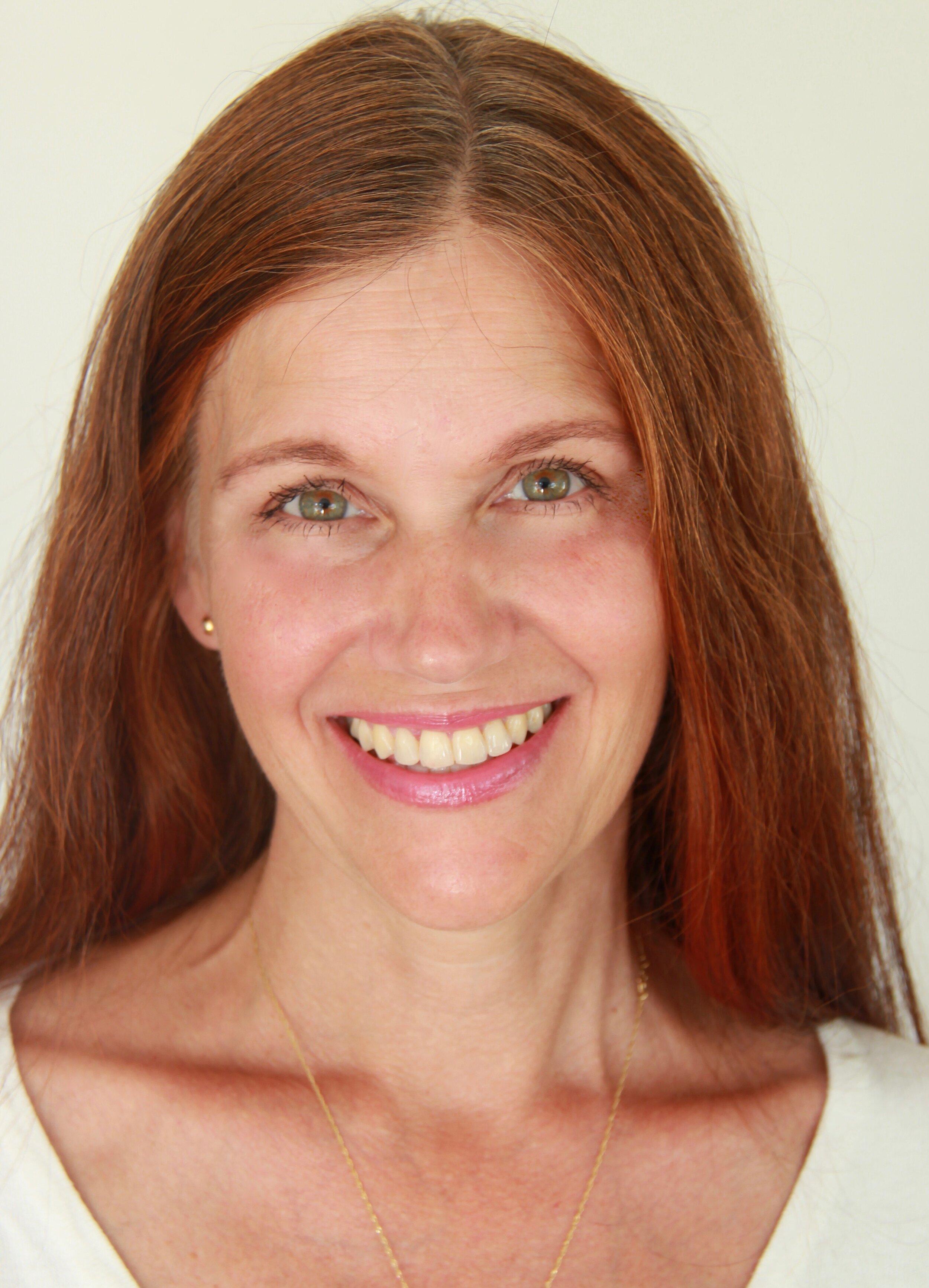 Eva Carter är legitimerad psykolog med både psykodynamisk- (PDT) och kognitiv beteende terapeutisk (KBT) inriktning.
