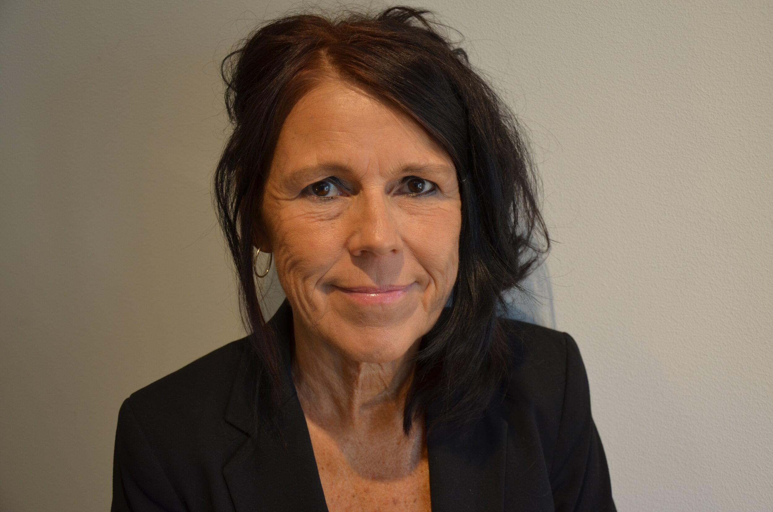 Ann-Charlotte Edlund är legitimerad psykolog, legitimerad psykoterapeut, handledare och lärare i psykoterapi samt föreläsare på SU.