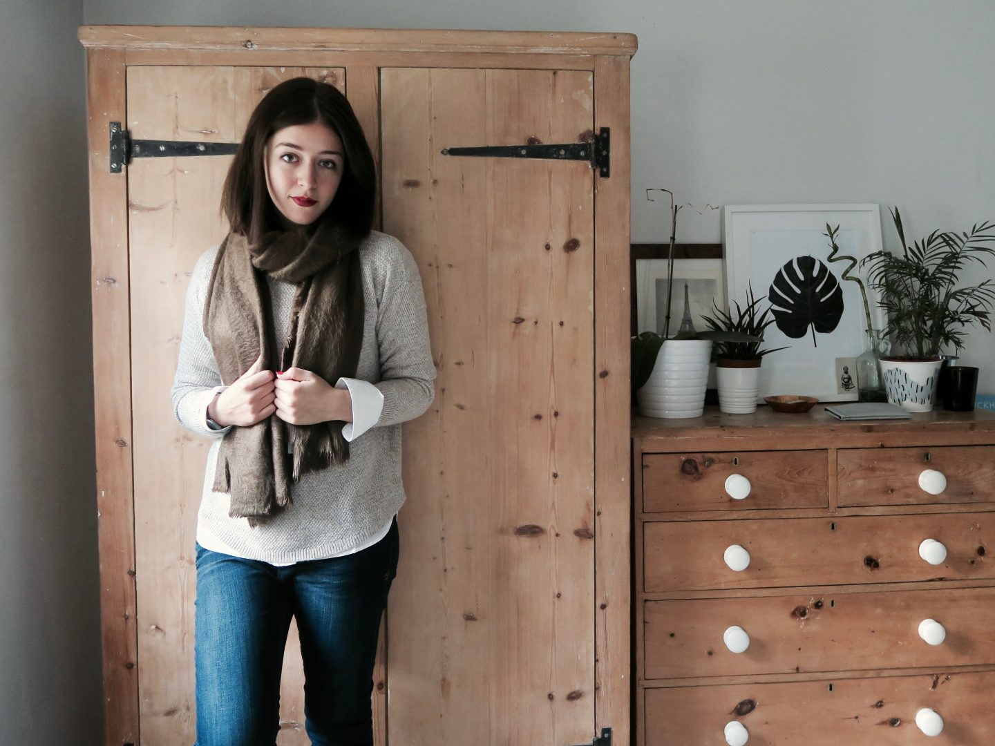Harpenden-Jumper-Poppy-Brushed-Plain-Scarf-and-Everyday-Jeans-from-Fat-Face-1440x1080.jpg