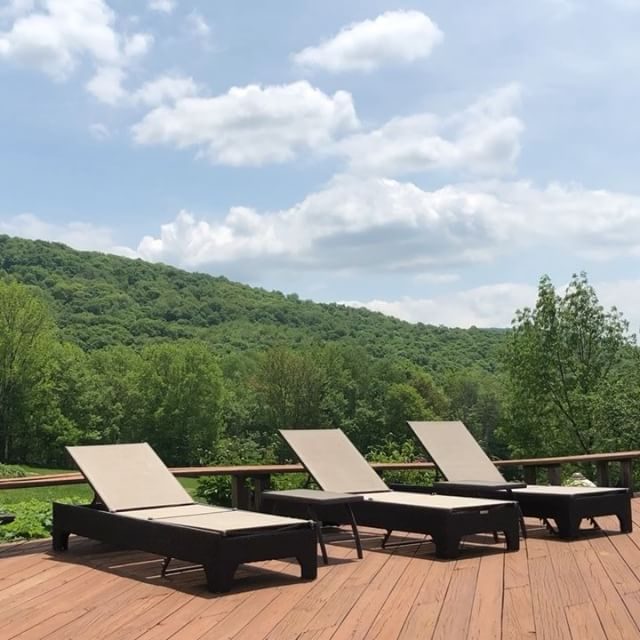 Who wishes that they had this view from their pool!? #milliondollarlisting #viewsfordays #pool #pictureperfect #photooftheday #realestate #realestateagent #realtor #residential #luxurylife #luxurylifestyle #bosshomes #summer #summertime #upstatenewyork #catskills #weekend #weekendvibes #newyork #newyorkcity #brooklyn #views #country #countryside #mountains