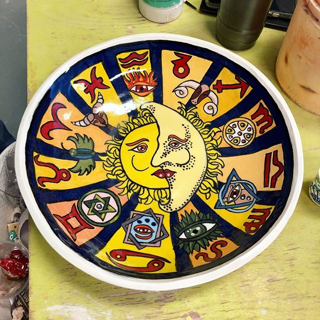 Another beautiful hand painted bowl by Richard! Independent study or eight week class sessions are both available here at Park West Ceramics! 🎉🙌🏼🎊