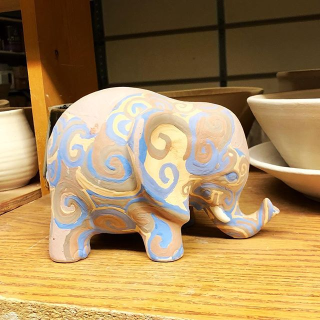 What a cute little elephant!🐘I can't wait to see how these hand painted glaze details come out!🙌🏼💗