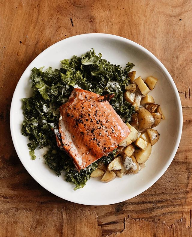 The sun is out today in San Francisco, I made it to yoga four days in a row, and I made my favorite EASY meal to end this long and hard week: pan seared wild caught salmon. The crispier the skin THE BETTER – all on a bed of lemon 🍋 kale, roasted potatoes, and drizzled with @tessemaes #whole30approved #paleo Creamy Ranch dressing! A good home cooked meal always grounds me especially when it's made with the good stuff. Have a great weekend friends!