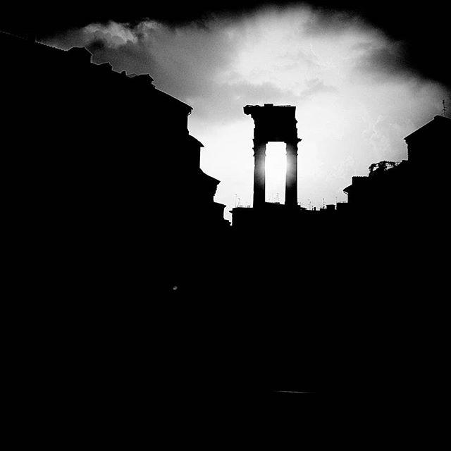 Roma.  A new series on my website. Link in bio.  #roma #rome #italia #sun #blackandwhite #photography #photo #reportage #photojournalism #picoftheday #latergram #schwarzweiss