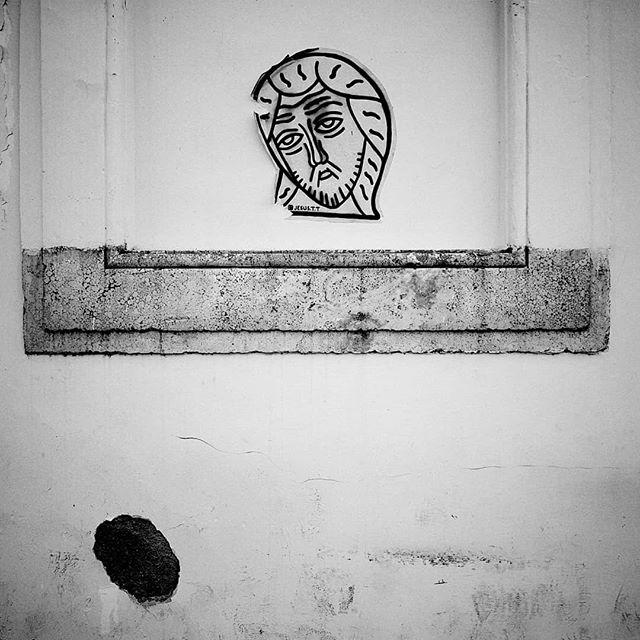 Roma.  A new series on my website. Link in bio.  #roma #rome #italia #jesus #streetphotography #dailylife #blackandwhite #photography #photo #reportage #photojournalism #picoftheday #latergram #schwarzweiss