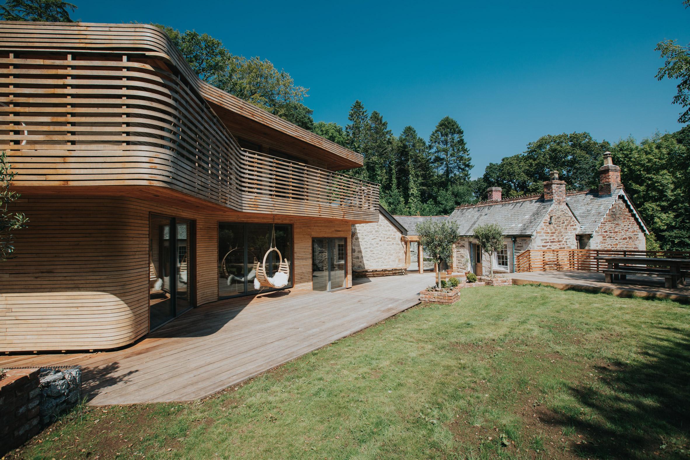 steam-bent-house-tom-raffield-architecture-residential_dezeen_2364_col_0.jpg