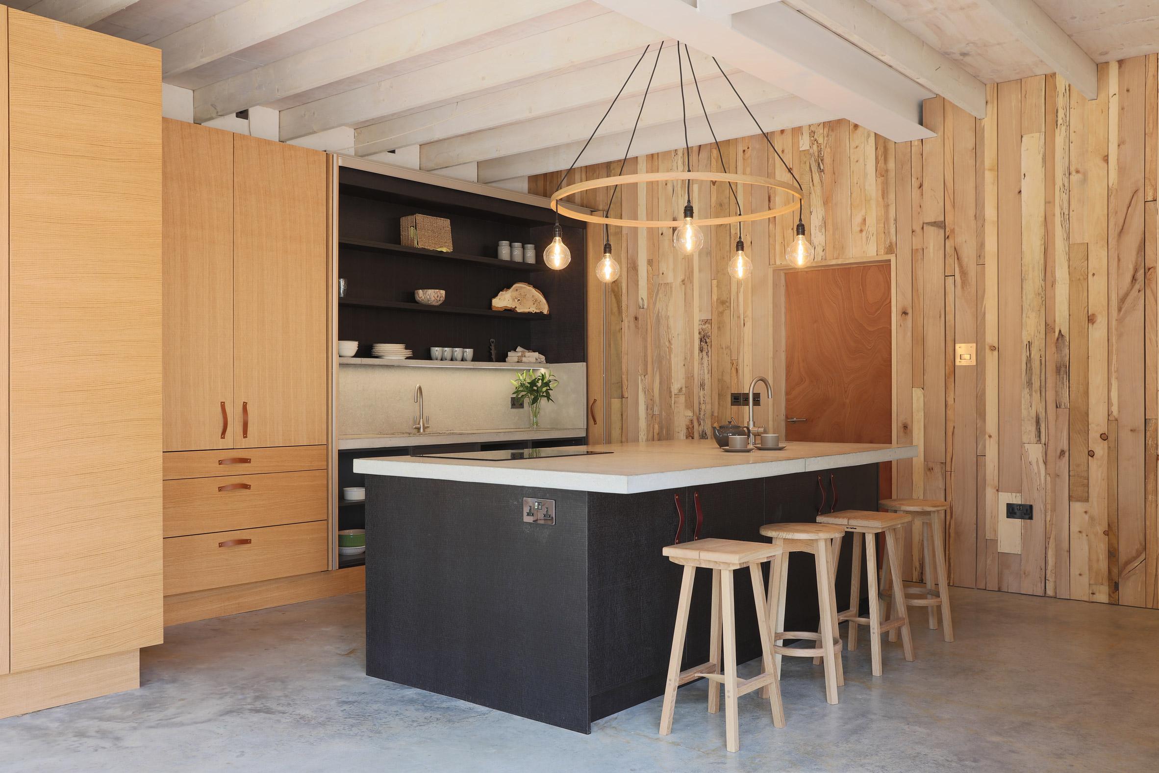 steam-bent-house-tom-raffield-architecture-residential_dezeen_2364_col_7.jpg