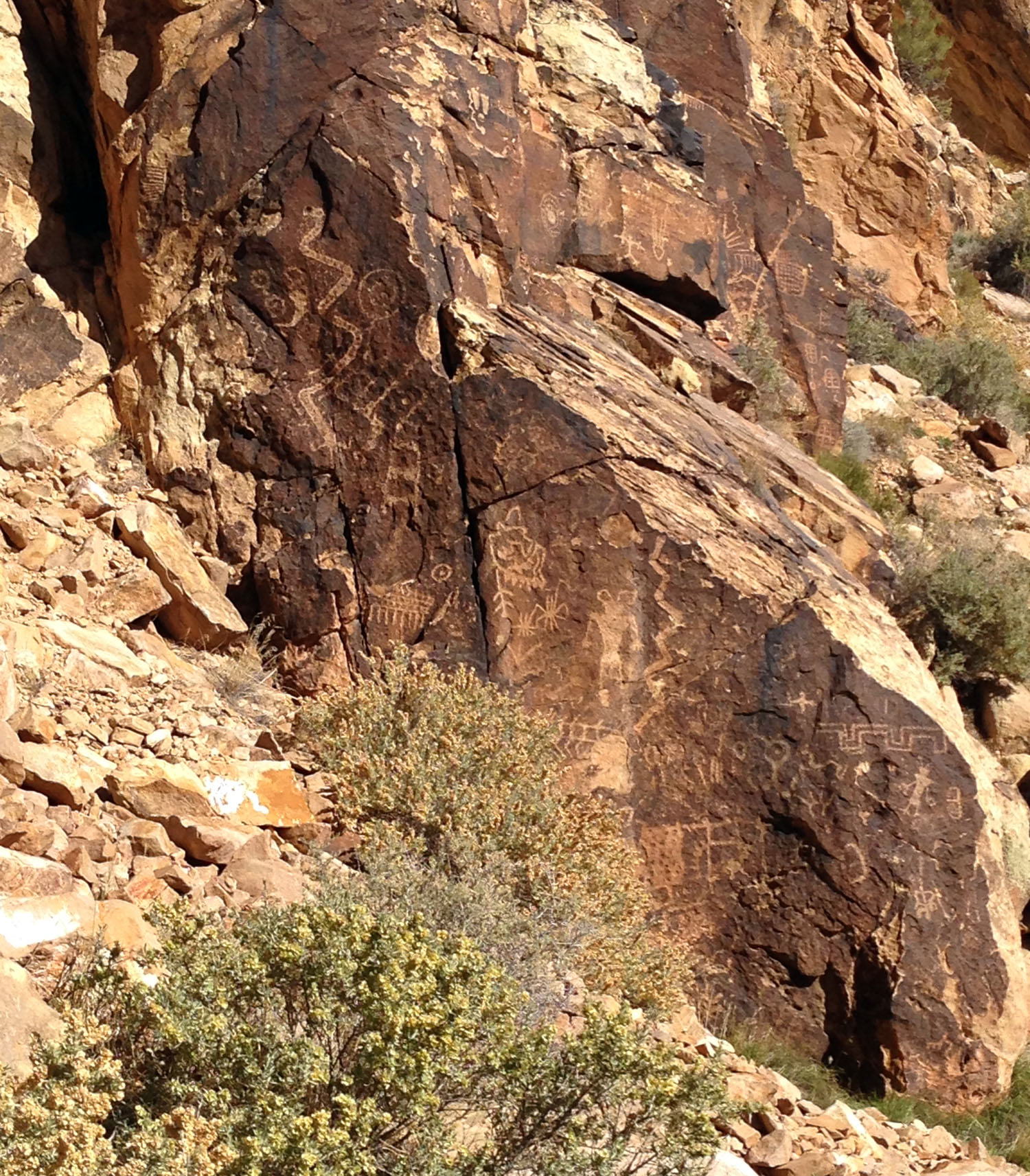 Old Spanish Trail pictographs IMG_3554.JPG