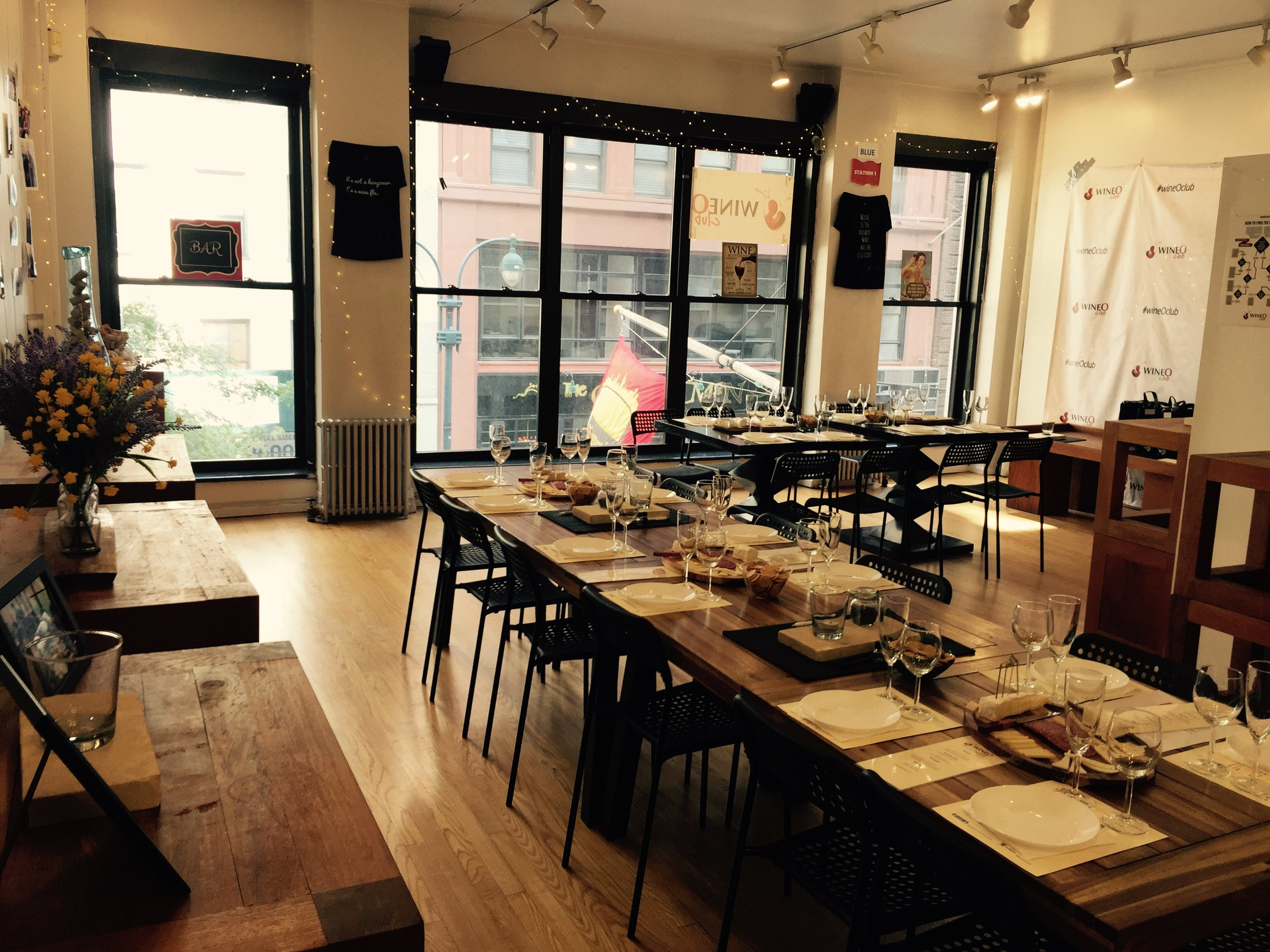 Located in Midtown NYC - * Great Location (Near the Empire State building)* Beautiful, Modern, Natural Light, Hardwood Floors* Different Setups for different types of events* Capacity up to 100ppl