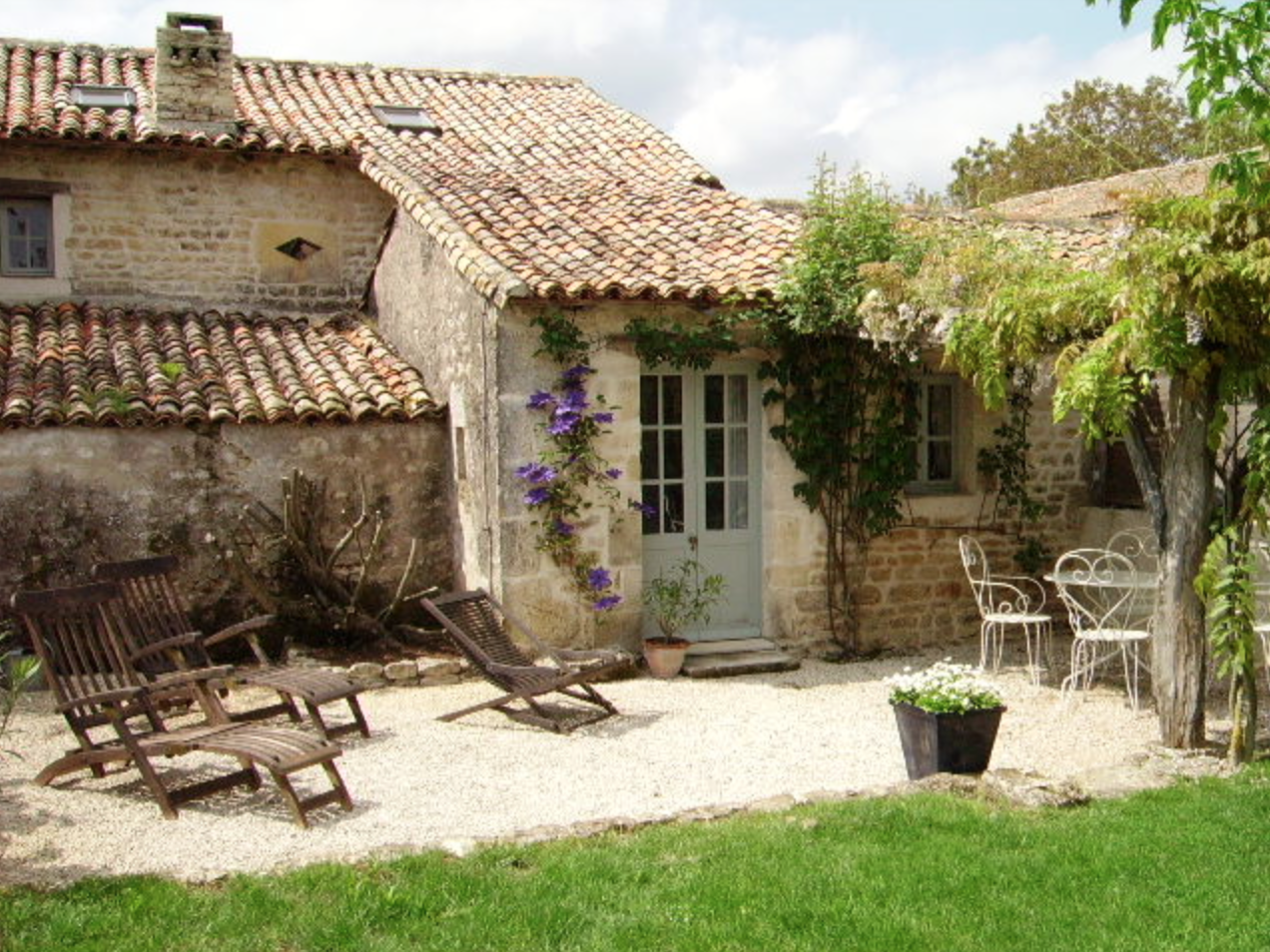 LE CLOS DES JARDINS  - Our other Rural Retreat offers three gites in the grounds of a typically French 18th Century Charentaise  farmhouse.www.lesclosdesjardins.com