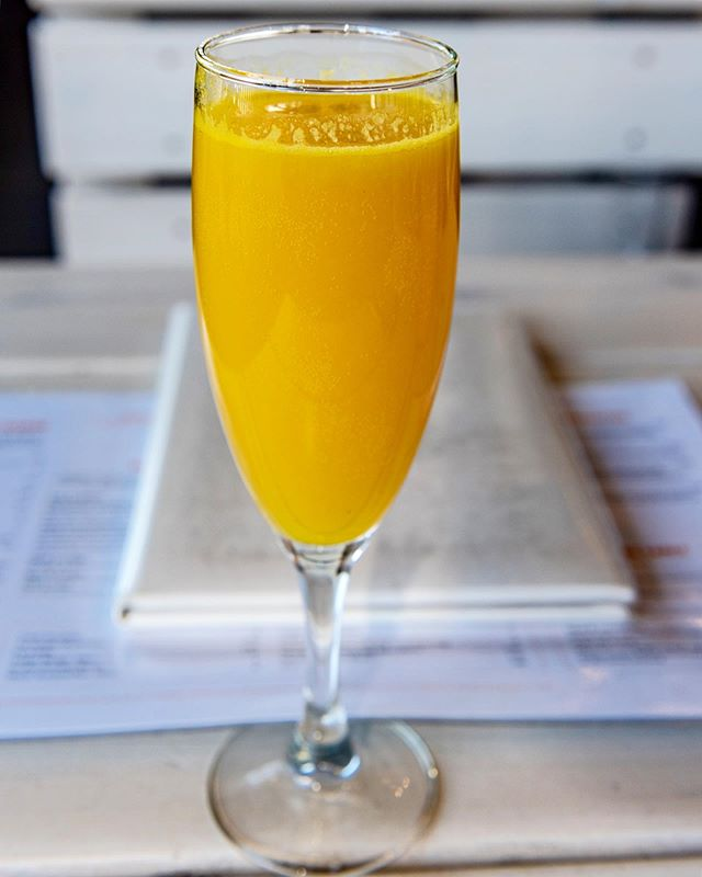 Cheers to the last long weekend of summer! 🥂 We're open all weekend including labour day from 9-3, serving delicious brunch & refreshing drinks 👍🏼 . . . . . . . . . . . .  #yolksbreakfast #yvrdrinks #brunchlover #igersvancouver #vaneats #appetitejournal #tastespotting #foodforfoodies #curiocityvan #vancouverdrinks #drinkstagram  #roamvancouver #dailyhivevan #zagat #dishedvan #cheers #drinkthis #vancouverrestaurant  #sofresh #igers_vancouver #locallysourced #vancouverisawesome #bottomsup #summerdrink #longweekend #mimosa #brunchcocktail #freshsqueezed #longweekend