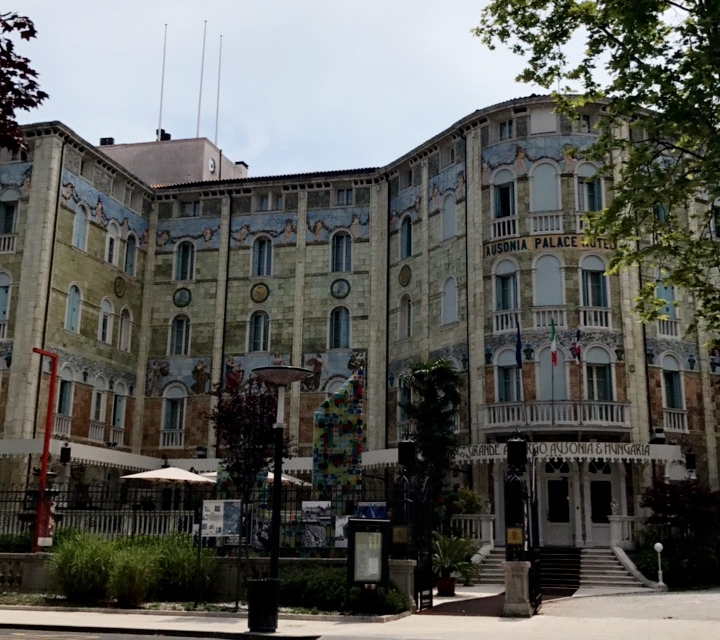 Ausonia & Hungaria Palace Hotel , a hotel from the early 19th century