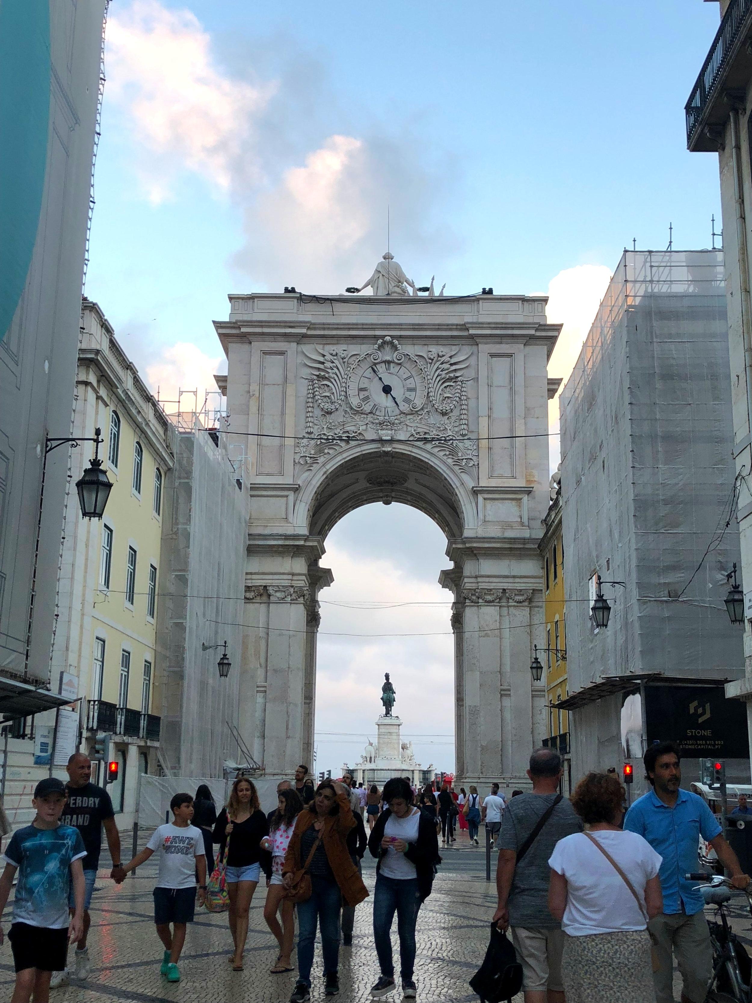 The arch at the entrance of Praça do Comércio