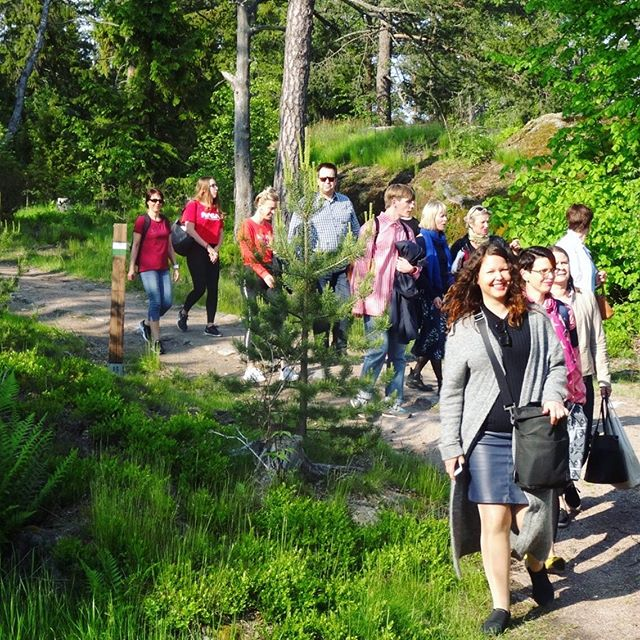 Luontolaulu-kirjaa juhlistettiin tänään näin aurinkoisissa tunnelmissa ☀️🌷💖 #soundbynature #luontolaulu #karttakeskus #metsakustannus
