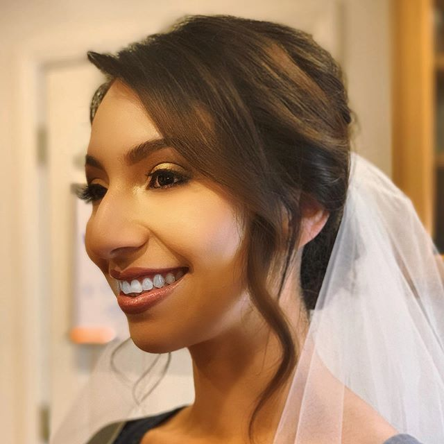 Just a lil' bridal look, you know...👰🏻💄💋🥰 Fell in love with @temptu all over again! #mua #bridalmua #losangeleshmua #hmua #bridalbeauty #losangelesmakeupartist #extensionspecialist #bridalmakeup #bridalhair #bridalhairstyles #805hairandmakeup #makeupartist #hairextensions #wefthairextensions