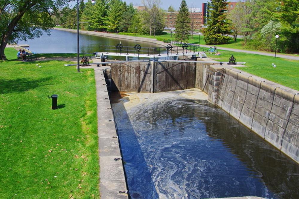 Recreation and river locks in Ottawa, Canada