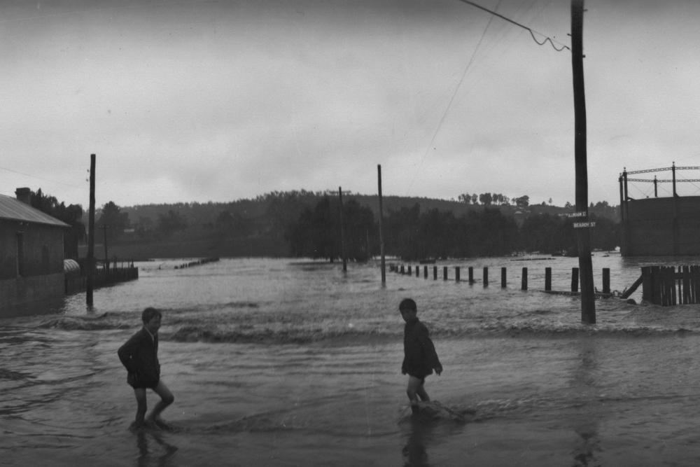 Flooding near the gas works on Dumaresq St - 1928