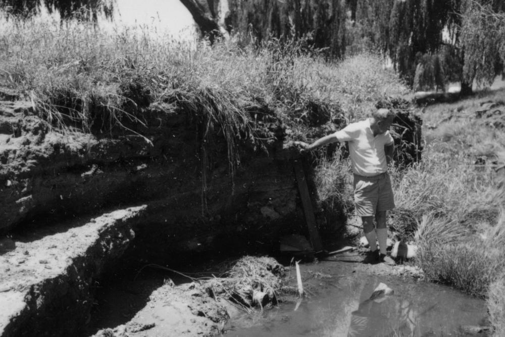 Scale of erosion in Dumaresq Creek - 1966