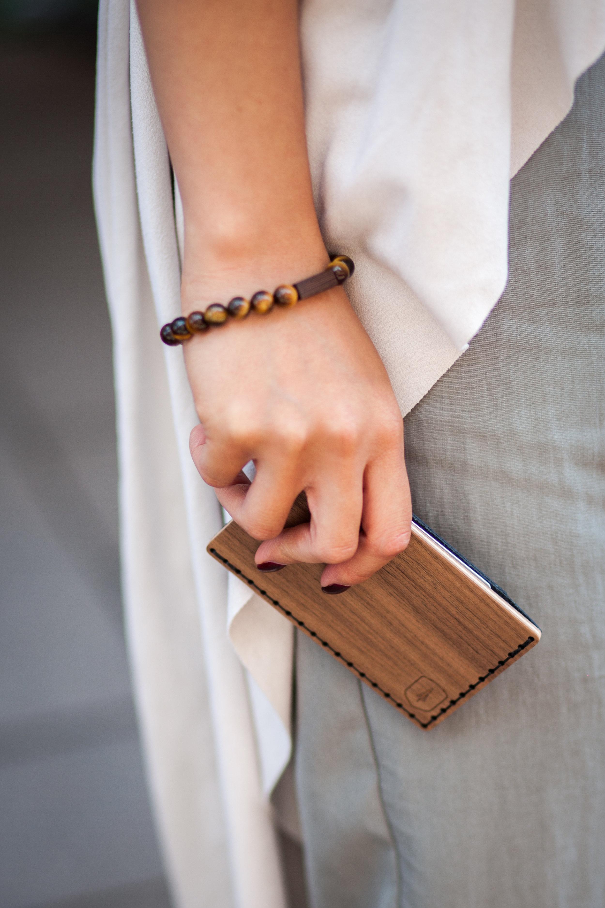 Influencer_blogger_woman_bracelet_tigris_bracelet_card_holder_nox_note@featuresoflinh@easy_saves_hyrule 16.jpg