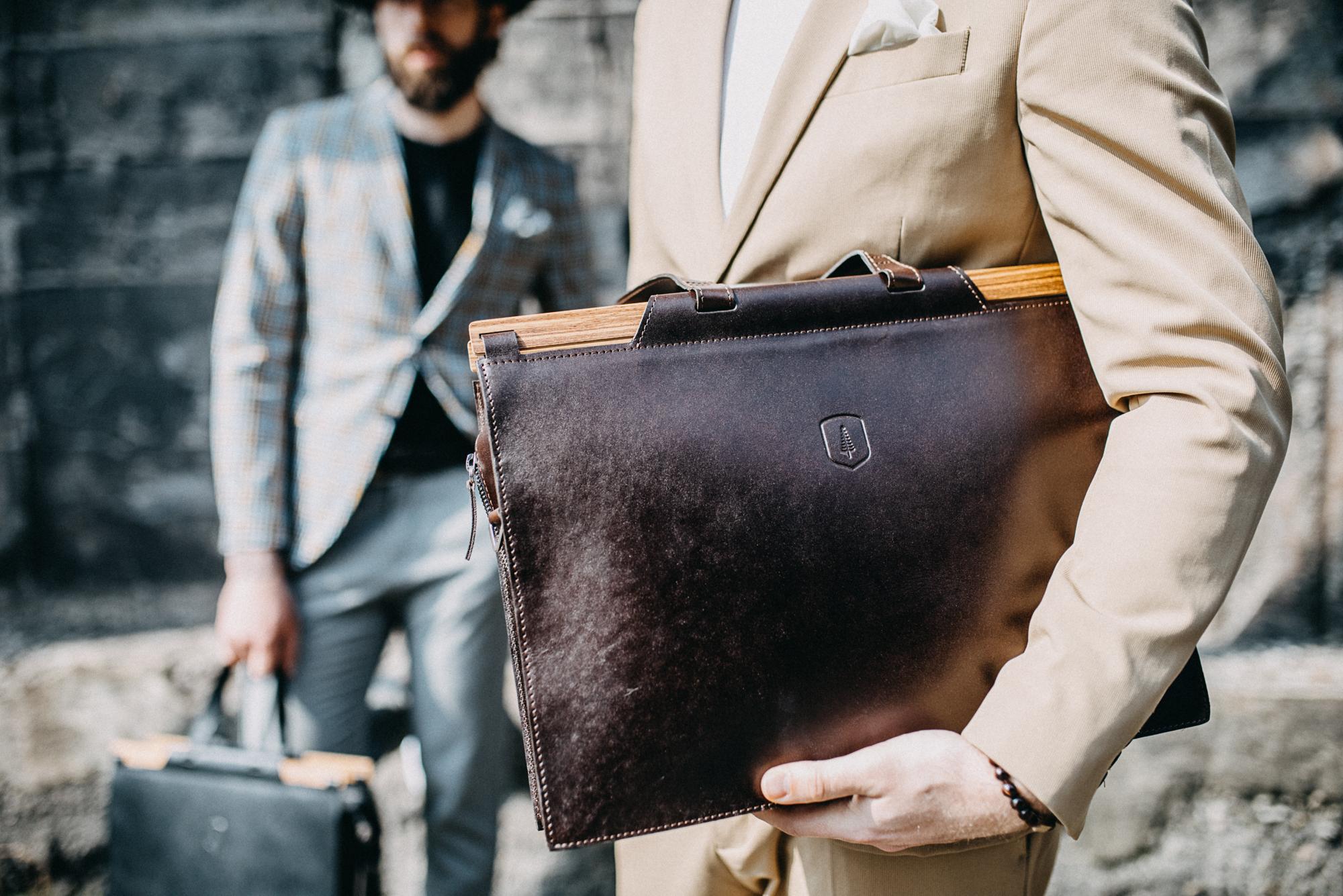 Product_model_fashion_man_business_bag_lineari_handbag_220.jpg