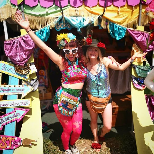 You can tell this first pic was taken on the last day of @glastofest as I managed to put my headdress on back to front 😆 As well as seeing amazing live acts, exploring secret gems and forgetting how to dress yourself 🙈, Glastonbury is also about meeting awesome people and making new friends 💜 Here are two fabulous ladies that I met in Glasto 💙 The first pic is with the super creative and talented creator of the most beautiful festival bumbags @beksiesboutique 💚 She crafted mine for me before Glasto and it is by far my fav festival item ❤️ Second pic is with the ultra colourful and fabulous blogger @thegoddessstyle 💛 We bonded over our mutual love for colour, girl power and music, and danced our socks off to @kylieminogue & @mileycyrus on the Pyramid Stage on a gorgeously sunny Sunday afternoon 💃☀️ you ladies rock 🤟💗✨