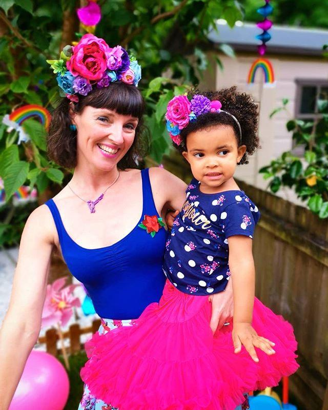 My fabulous friend and her gorgeous little lady rocking their mama & daughter matching headdresses at little Alyanna's 3rd birthday celebrations 💜👑🌺🌻🎊🎈