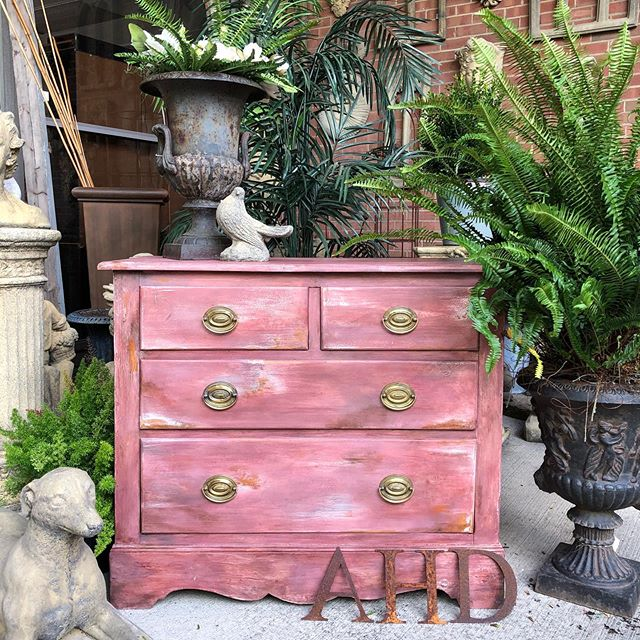 """It's done! From """"almost there"""" to THERE! Changing out the knobs today was the finishing touch. Finally ready for its new home. #chalkpaintbyanniesloan #custompainting @anniesloanhome"""