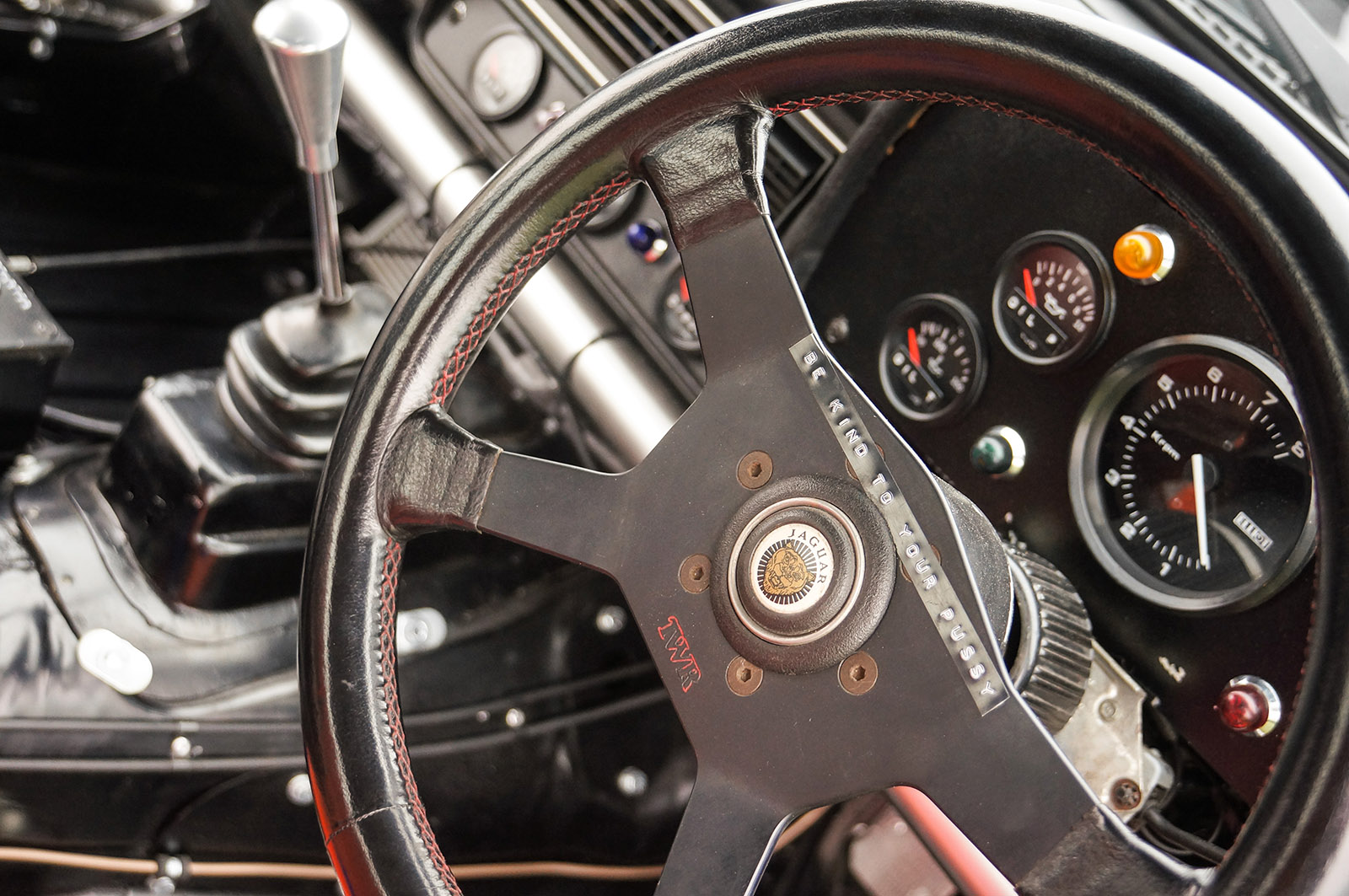 jaguar_twr_xjs_walkinshaw_wilkinson_sayer_selection_steering_wheel.jpg