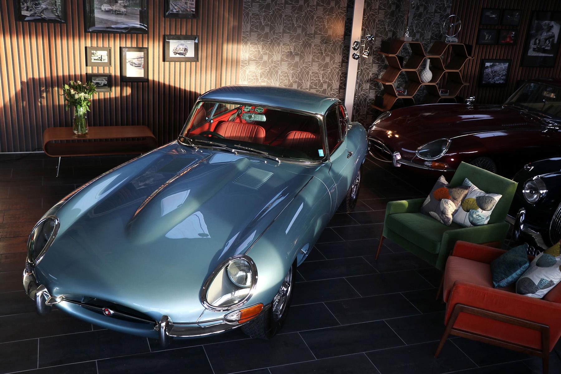 1966_opalescent_silver_blue_Jaguar_Sayer_etype_series _I_2_resized.jpg