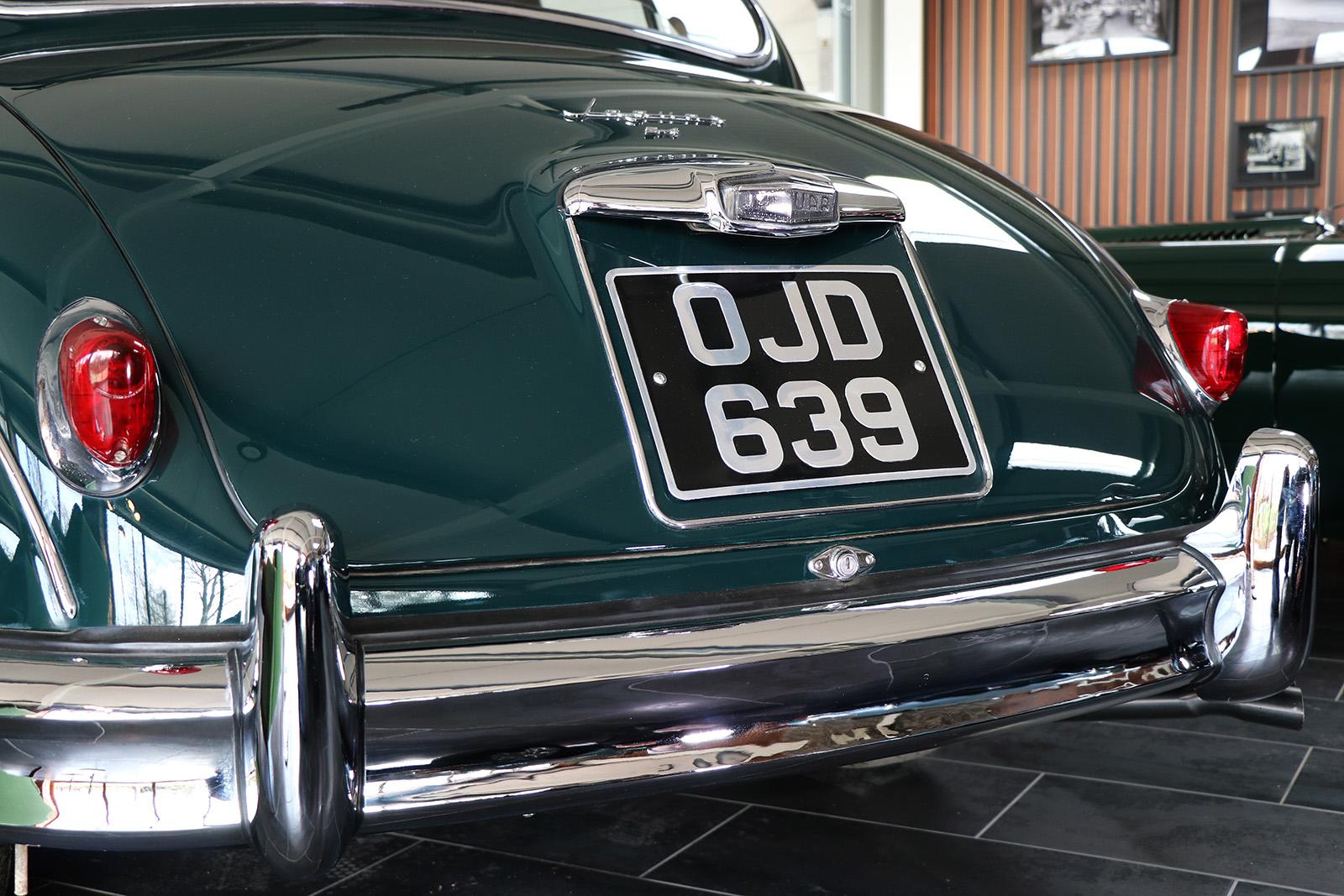 1959_Jaguar_Mark 1_sayer selection_duncan hamilton_lady cheatham_15_web.jpg
