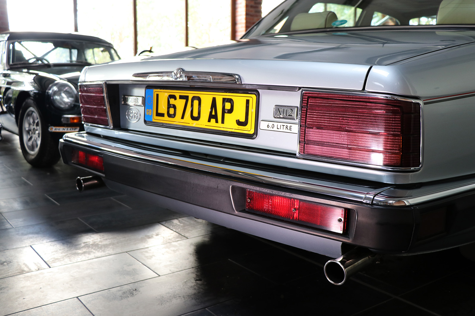1994_Jaguar XJ40_V12_6 litre_silver_Daimler_Sayer Selection 6 web.jpg