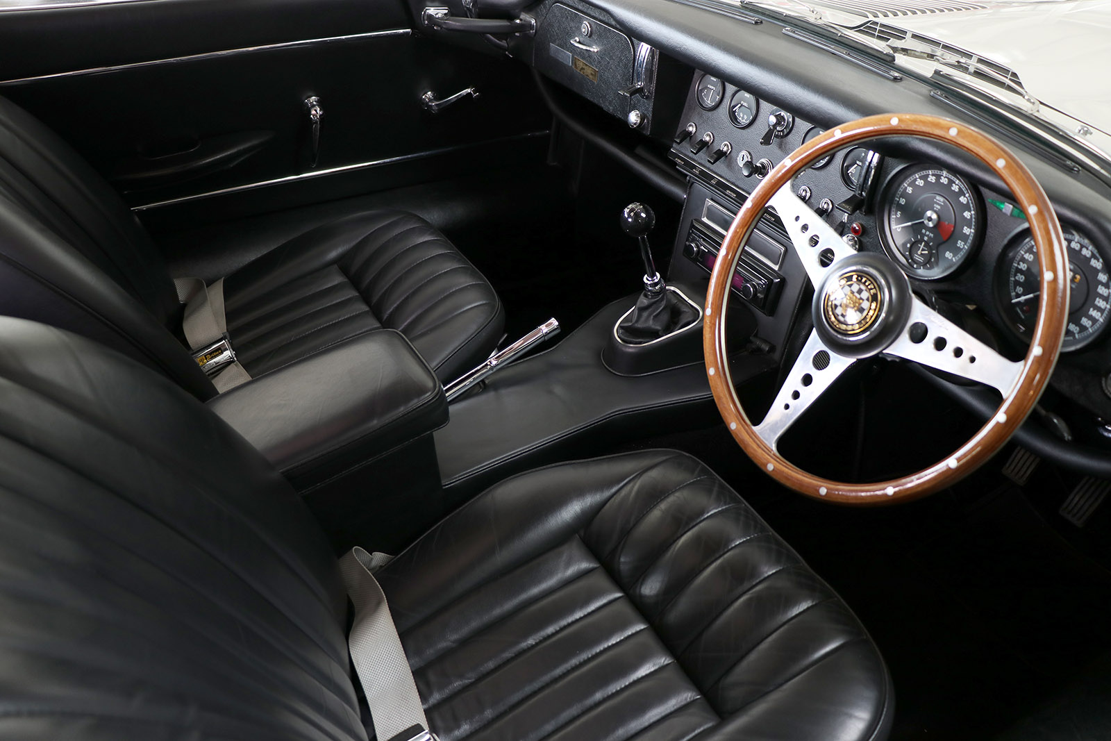 1966-white-Jaguar-E-Type-series 1-two plus two-Sayer Selection-14-web.jpg