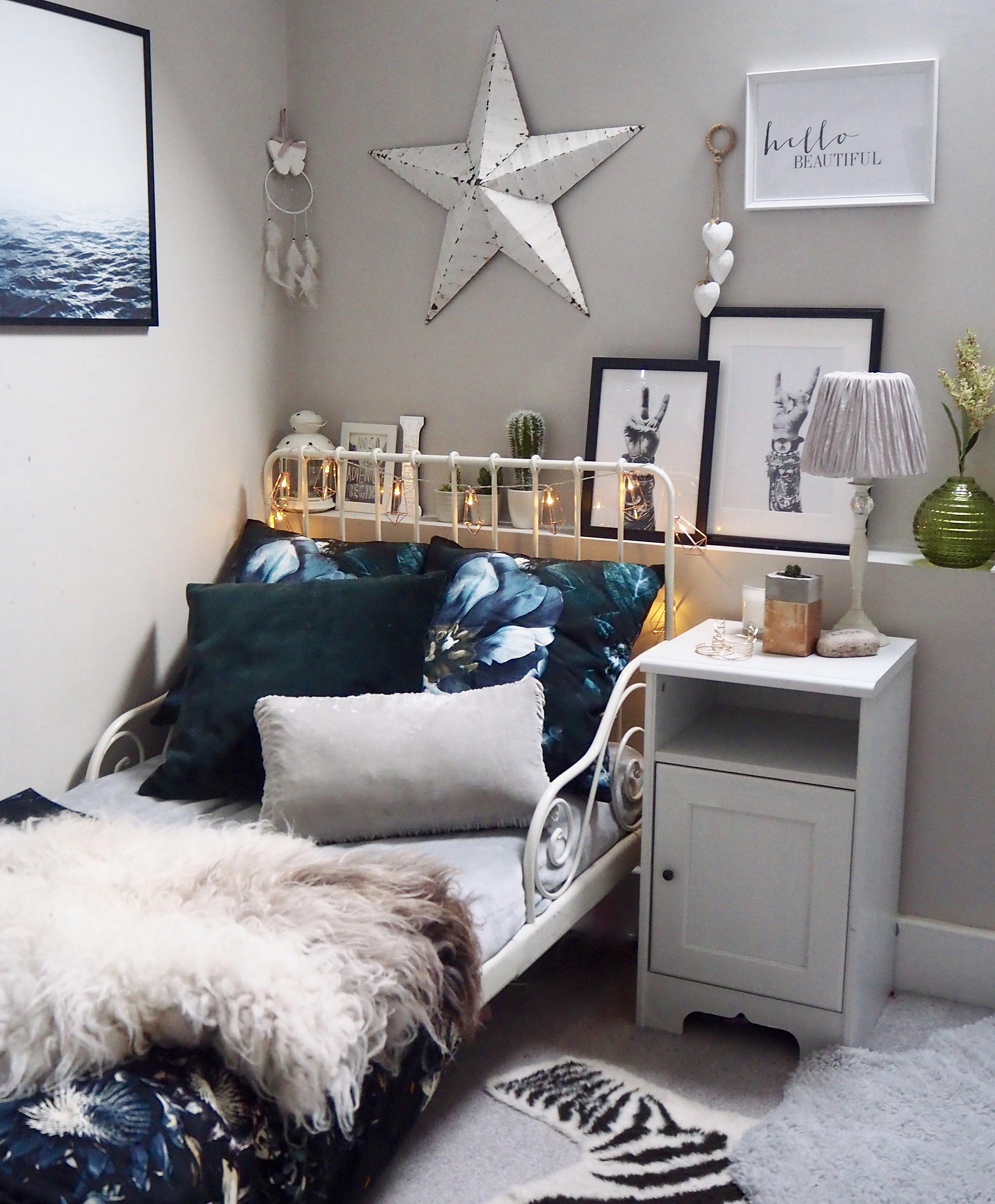 Scandi, hygge bedroom. Cosy bedroom